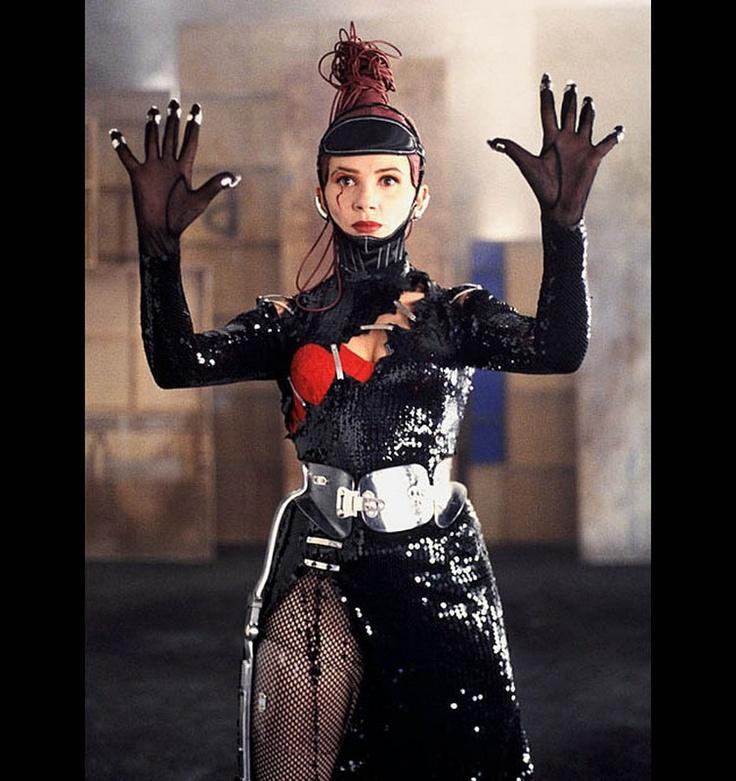 """052 """"Victoria Abril como Andrea Caracortada en su programa Lo peor del día"""" / Kika (1993) / #Almodovar"""