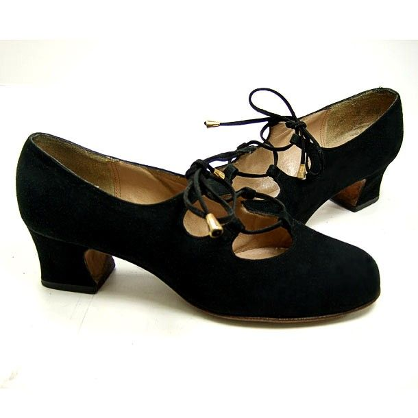 VINTAGE 1960's Women's Black Suede Gilly SHOES... Mod Lace-Up Gillies Pumps with Chunky Heels and Metal Tassels... Size 6 M made by Pappagallo