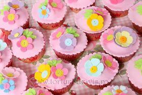 colorful floral cupcakes........ Tot - Viorica's cakes: Acadele si briose cu flori pentru Anne