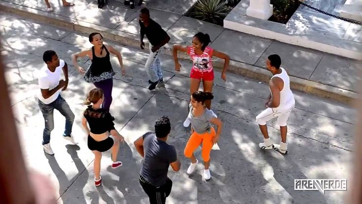 Last updated on January 13, 2017 Amazing Rueda de Casino dance video in the streets of Cuba. Thank you for reading, check out our other posts! 7 Hot Twerking Videos from Fraules Girls Daniel & Desiree: Bachata Without High Heels Never Hold Back Your Love for Dancing Sexy Fountain Twerk in Vegas