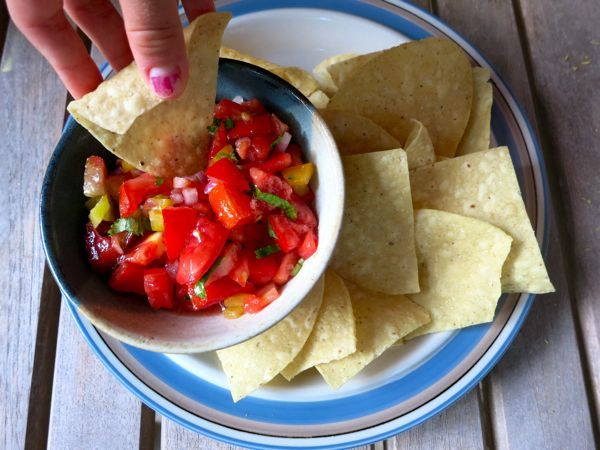 easy salsa recipe (I really need to make this during tomato season!)