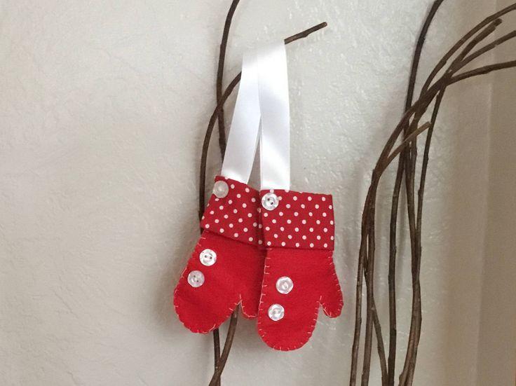 Christmas mitten ornament, felt mittens, Christmas decoration, hanging mitten, red mitten, holiday decor, felt Christmas ornaments, by AwesomecraftsbyDg on Etsy