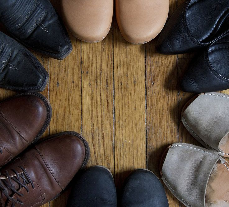 growing a minimalist wardrobe: shoes. – Reading My Tea Leaves – Slow, simple, sustainable living.