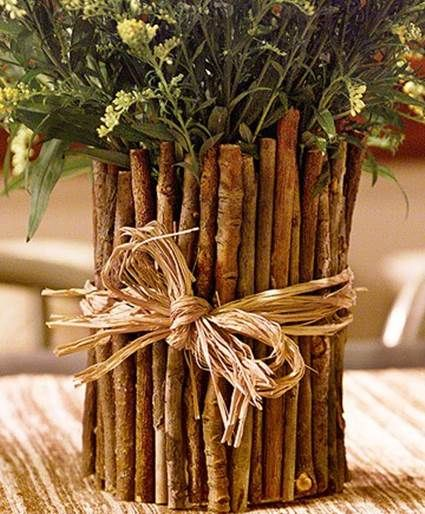 Today we bring you a creative work which was really interesting. A centerpiece craft able to use during the upcoming functions or dinners.