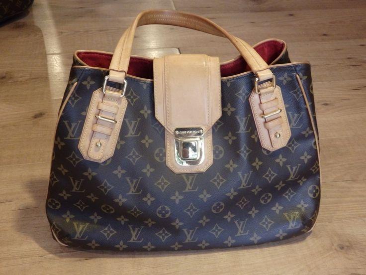 Bolso de hombro Louis Vuitton con cierre de hebilla. ¡Todo un clásico actual!