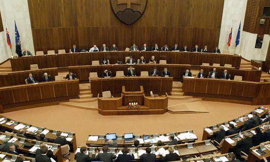 Parlamento: in Costituzione ridefinizione del matrimonio uomo-donna come voleva KDH | BUONGIORNO SLOVACCHIA