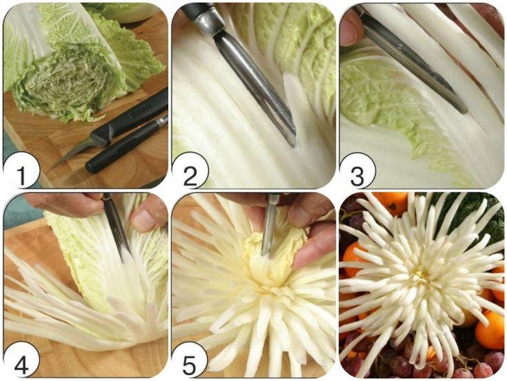 Chrysanthemen aus Chinakohl schnitzen