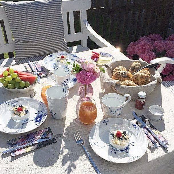 Breakfast in the sun @mette_69 #RoyalCopenhagen #BlueFlutedMega #BlueFlutedHalfLace #BlueFlutedPlain