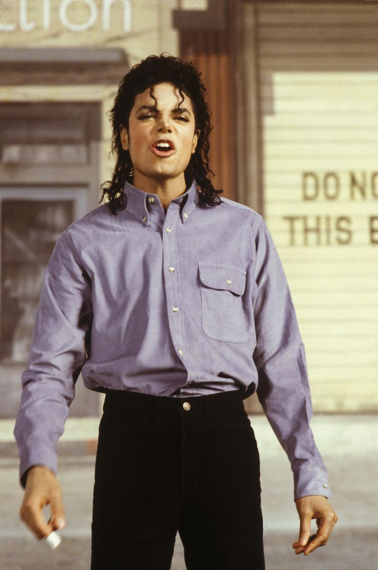 This blog is dedicated to honoring the life of Michael Jackson through images. Please feel free to...