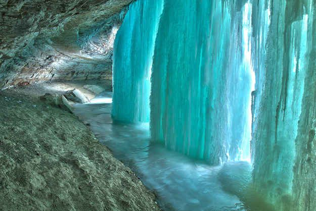 Minnehaha Falls Cave in Minnesota, United States | 19 Surreal Caves You Won't Believe Actually Exist