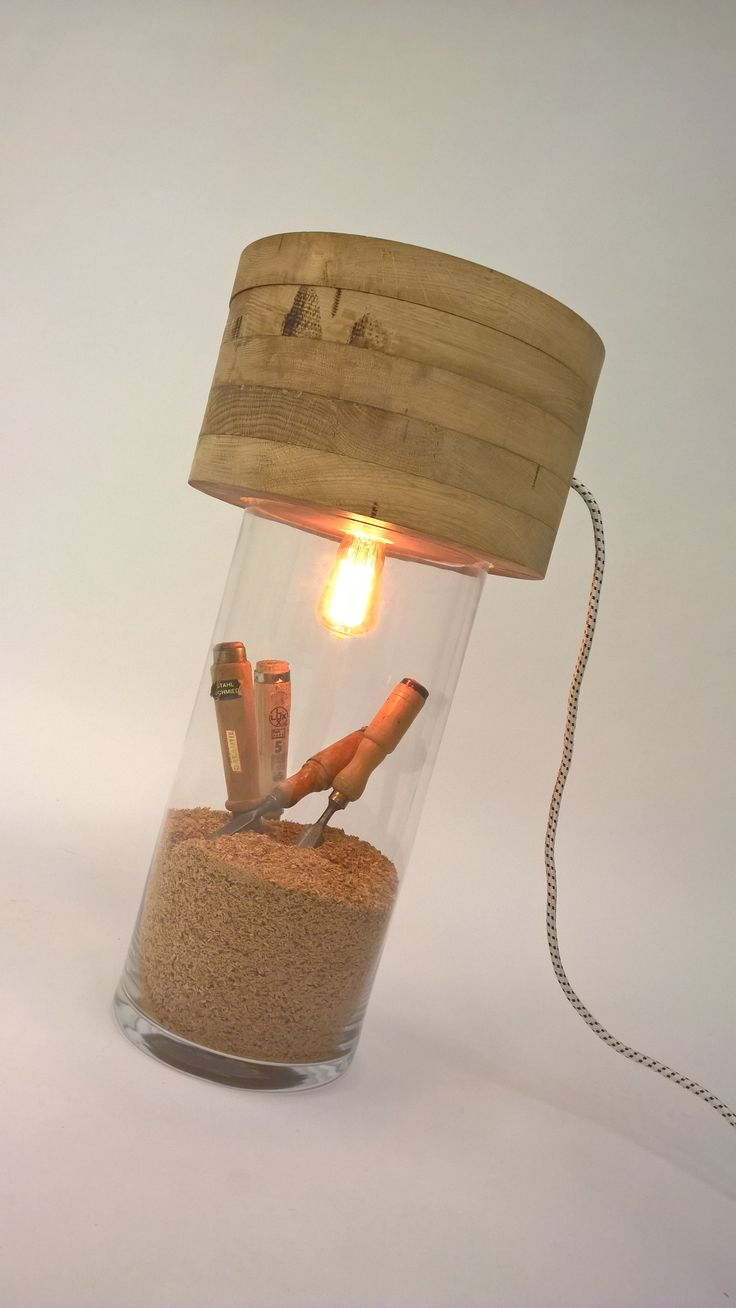 """ONTWERP OMSCHRIJVING: De GNG (Het Chinese """"Guang"""" voor lamp , zonder de klinker) is een handgemaakte hanglamp van gerecycled massief hout."""