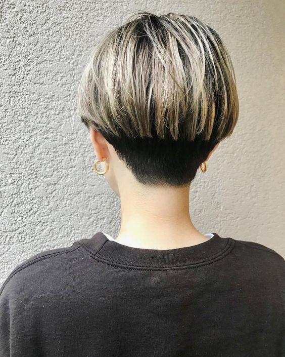 Einfache Alltagsfrisur für kurzes Haar - Pixie Haircut-Ideen für Damen #alltagsfrisur #einfache #haircut #ideas #kurzes