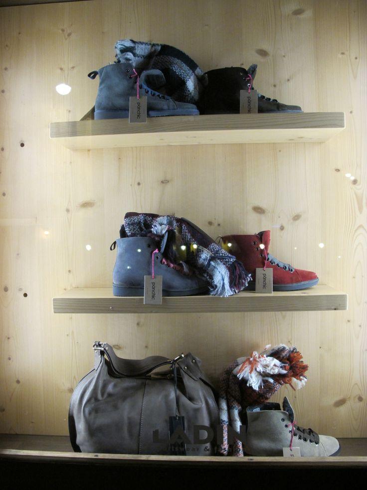 """Indovinello: sono chic e si vendono come il pan, cosa sono? Facile sono le pànchic! Sneakers donna belle, calde ma soprattutto comode! Venite a provarle...prima che """"vadano via come il pane""""! Vi aspettiamo... #panchic #scarpe #sneakers #nuoviarrivi #fw16 #followthebuyer #fashion #instafashion #instamood #instablogger #Moena #Dolomiti #Valdifassa #LSF #ladinsport"""