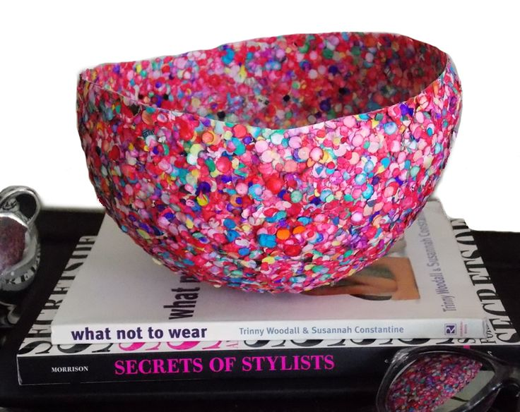 make this DIY confetti bowl with a balloon, paper confetti, and mod podge!