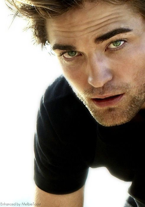 He is so pretty. Love HIM. Robert Pattinson.
