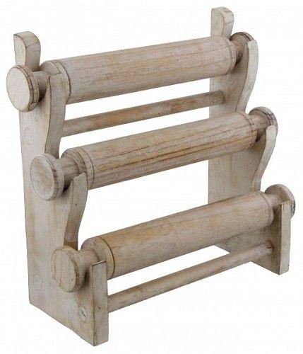 Armbanden standaard van white wash hout. Aanwinst voor je armbandjes.