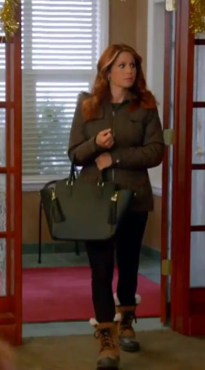 Black tote from Hallmark's Christmas Under Wraps movie with Candice Cameron Bure
