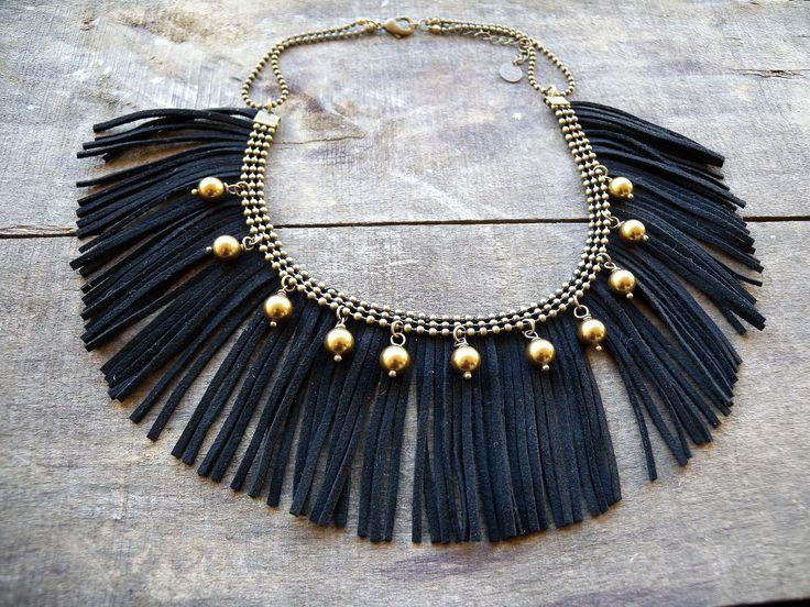 Collier plastron frange de daim noir perles swarovski chaine bronze : Collier par les-delires-de-lolotte. Sur www.alittlemarket.com