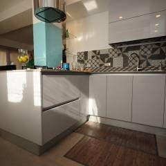 : Cucina in stile in stile Moderno di fareformeabitate