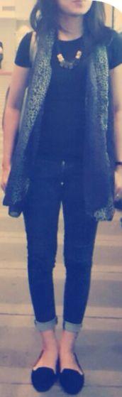 Black tshirt Shawl leopard Skinny blue Jeans Black Flat shoes