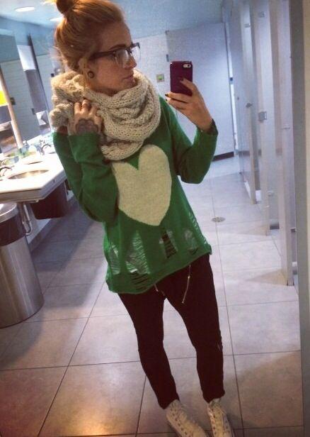 Phoebe Dykstra - cute sweater