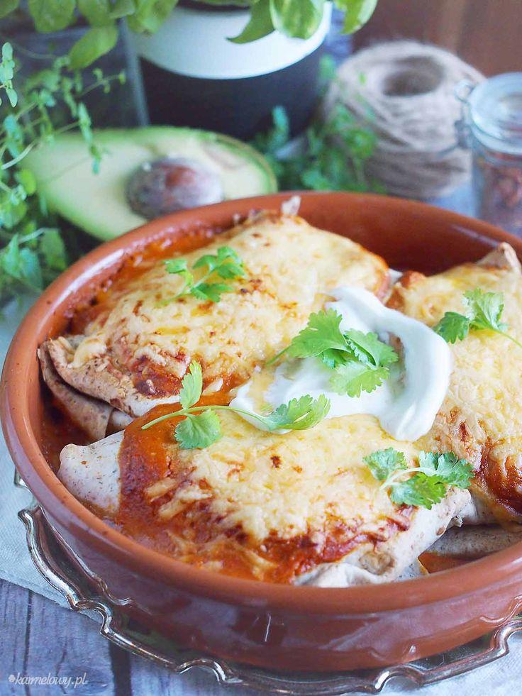 Pikantne enchilady z kurczakiem i awokado / Spicy enchiladas with chicken and avocado