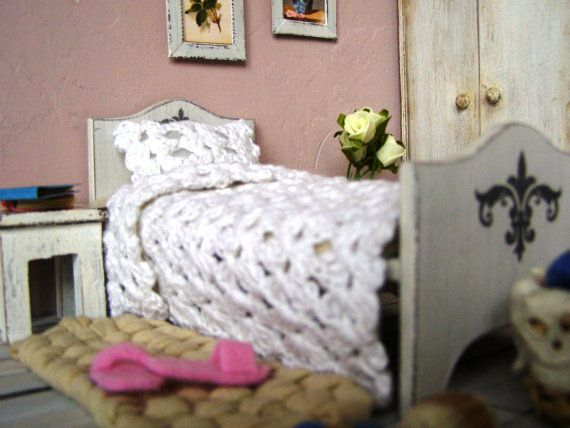 Dollhouse miniature bedding blanket and pillow by DewdropMinis