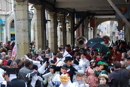Things to do in the Languedoc: Cultural Activities: Fecos (The Limoux Carnival, Carnaval de Limoux)