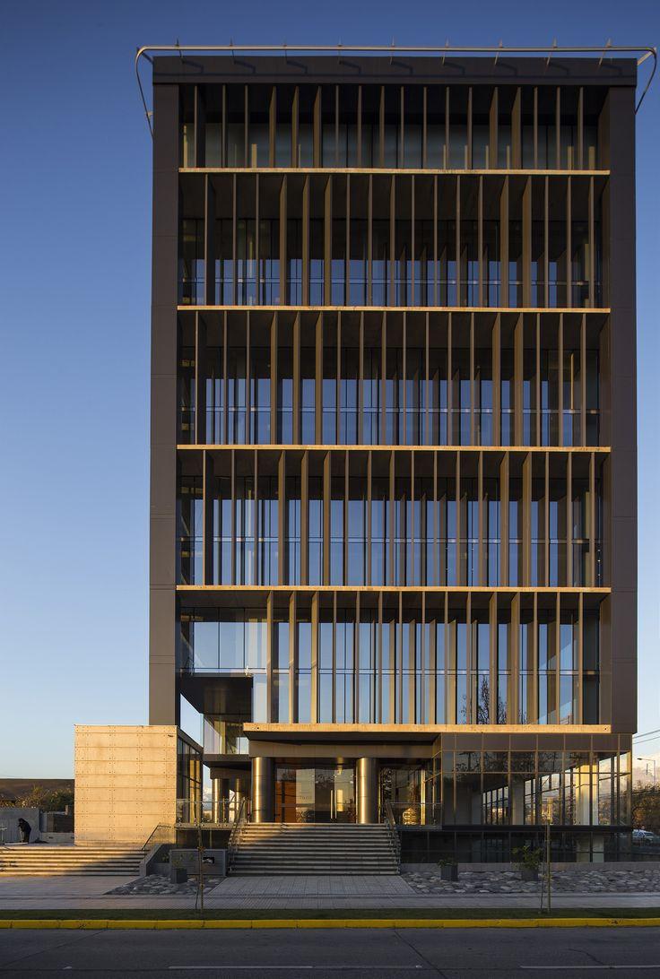 Edifício Comercial Kennedy-Wisconsin / Alemparte-Morelli y Asociados Arquitectos