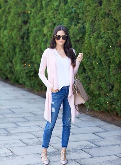 Rachel Parcell of Pink Peonies dons our Yvette Cashmere Cardigan as she supports #CalypsoCares.