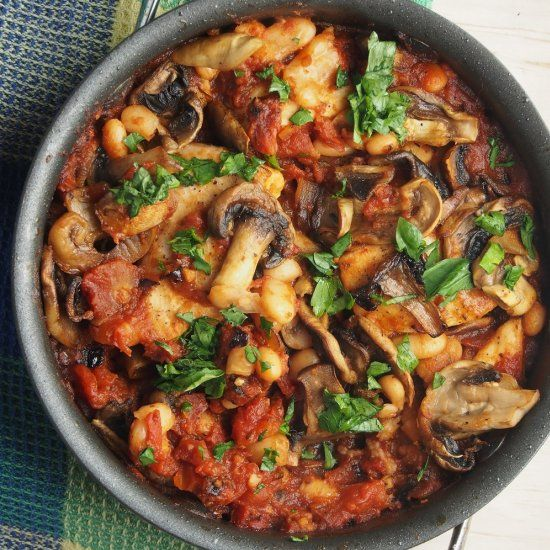 Tuscan chicken skillet.  A healthy weeknight dinner that is all prepared in the skillet