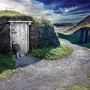 L'Anse aux Meadows, Terre-Neuve | http://selection.readersdigest.ca/voyage/canada/10-aventures-incontournables-sur-la-cote-est-du-canada?id=3