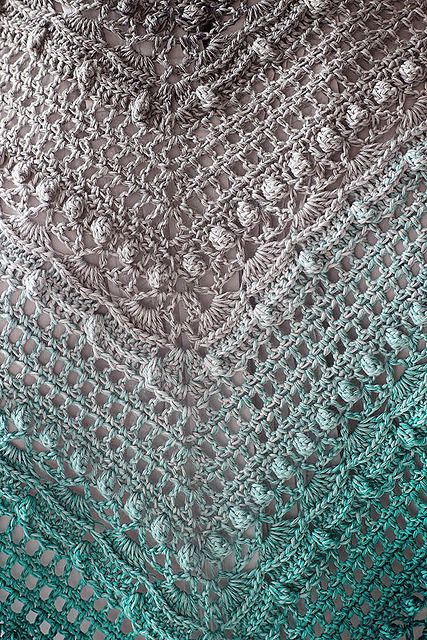 Following my last post, here's a brilliant close up of the Lost in Time shawl. This pic is © IKzRoguRenifera. Pattern: Lost in Time by Johanna Lindahl - this pattern is available for free via Ravelry.