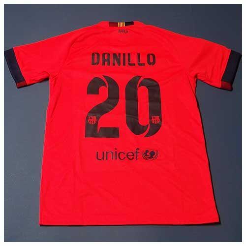 Personalização com colocação de nome e número, na camisa infantil do barcelona II Nike 2014.