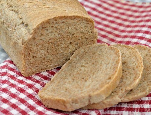 Grovt bröd med dinkel. Baka eget dinkelbröd. Ett gott fullkornsbröd som har lågt GI, massor av fibrer och är nyttigt.