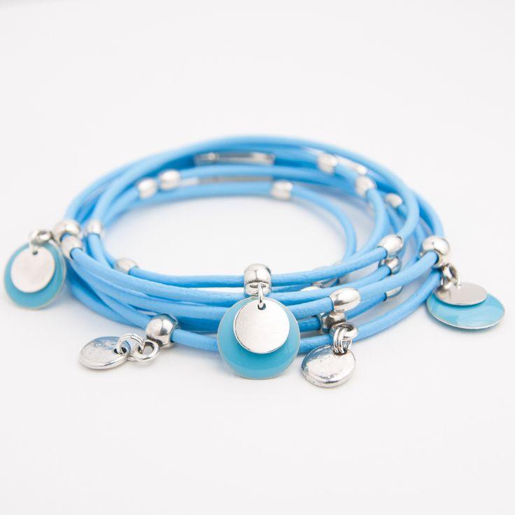 Bracelet cuir double tour cordon bleu ciel et pampilles émaillées