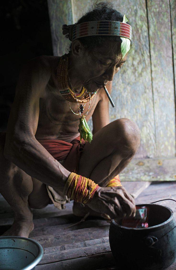 Sur l'ile Siberut vit un de plus beaux peuples au monde - Mentawai