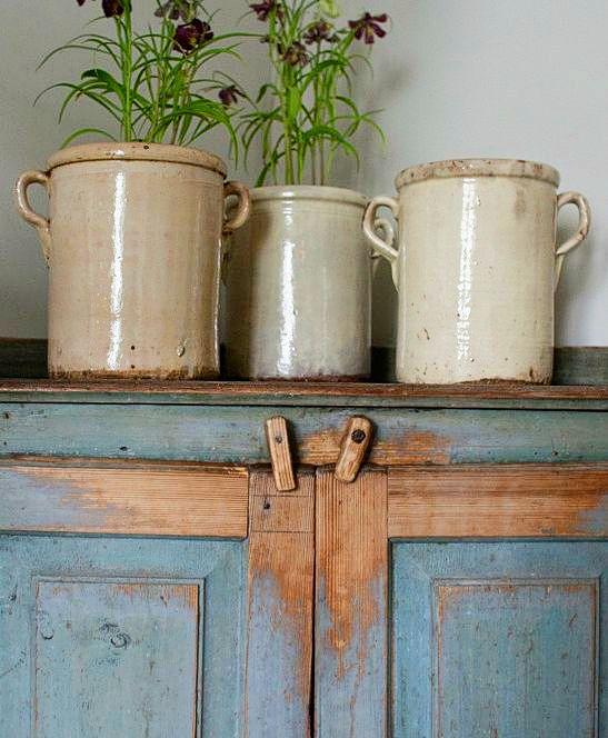 My Favorite Secondhand Stuff (Stoneware, Wall Shelves & Perpetual Calendars)