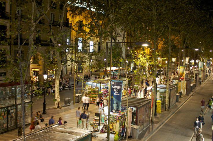"""As 10 ruas mais famosas do mundo segundo """"Architecture and Design"""" La Rambla em Barcelona. Good memories."""