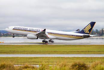 9V-STU - Singapore Airlines Airbus A330-300 photo (89 views)