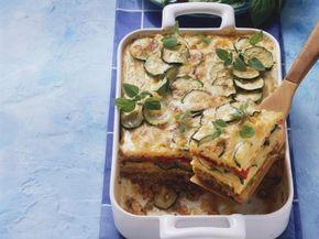 Nudel-Hack-Auflauf mit Zucchini ist ein Rezept mit frischen Zutaten aus der Kategorie Blütengemüse. Probieren Sie dieses und weitere Rezepte von EAT SMARTER!