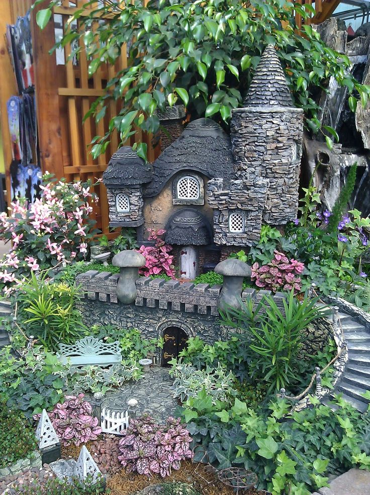 So cute! Fairy garden. I want a lot of fairy gardens around our property!
