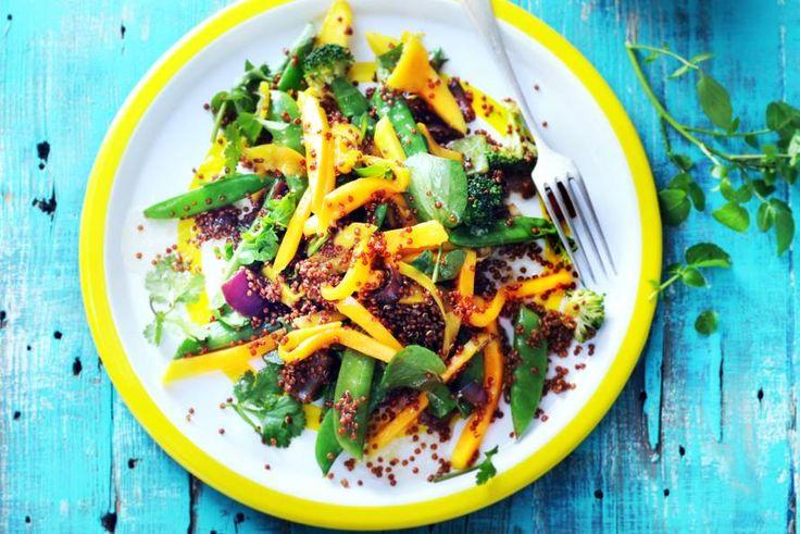 Mango + rode quinoa + groene groenten: dat is niet alleen lekker, maar ook heel voedzaam - Recept - Quinoasalade met mango - Allerhande