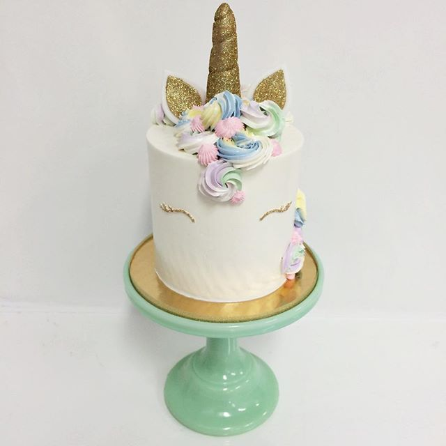 The unicorn craze is going strong these days so I asked @francesmencias to make me a cute one for our display! How adorable is this one?! I'm obsessed! We got inspired by @jennaraecakes recent one FYI