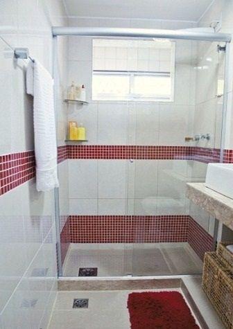 gostei da faixa vermelha arrodeando todo o banheiro