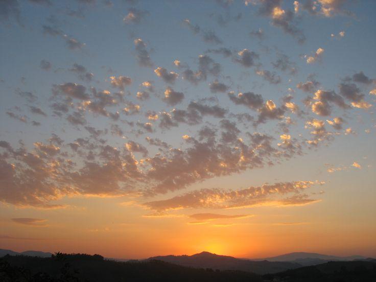 Stunning sunset over Le Marche hills at Locanda della Valle Nuova, near Urbino www.vallenuova.it