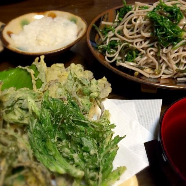 庭のツワブキ、ヨモギ、ユキノシタ、チャイブと田んぼで摘んできたセリの天ぷら!メインはセリそば〜うまい! - 7件のもぐもぐ - 山菜などの天ぷらとセリそば! by blackvein