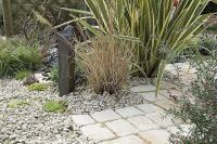 Aménagement de jardin - Ecorce, gravier, pavés : 3 allées pour 3 budgets