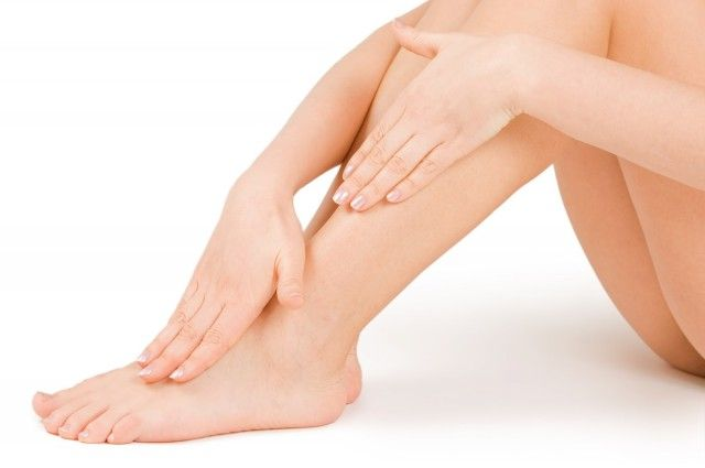 Gonfiore alle gambe: tutti i rimedi naturali per alleviare il fastidio