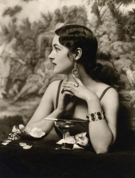 Ziegfeld beauty - By Alfred Cheney Johnston